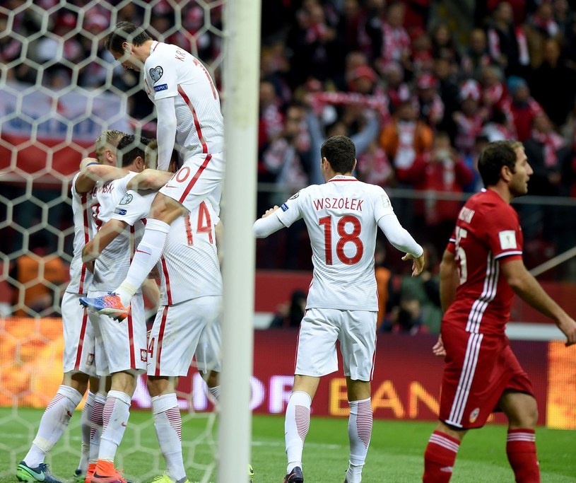 Reprezentacja Polski pokonała Armenię 2-1 po golu w doliczonym czasie Roberta Lewandowskiego /AFP