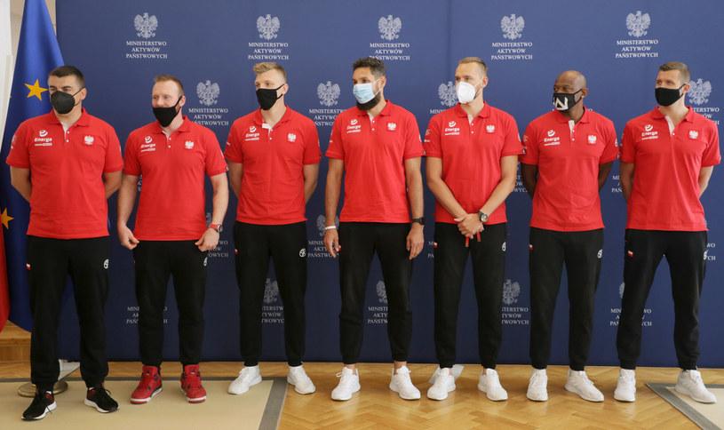 Reprezentacja Polski w koszykówce 3x3 i jej sztab szkoleniowy /Jakub Kaminski/East News /East News