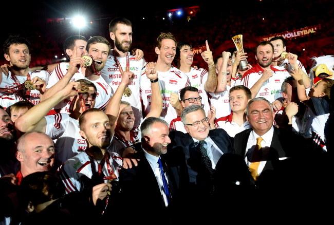 ef039454f Reprezentacji Polski siatkarzy - złoci medaliści mistrzostw świata 2014  /Bartłomiej Zborowski /PAP
