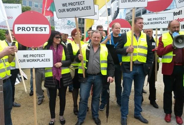 Reprezentanci firm transportowych z kilkunastu krajów europejskich protestują w Brukseli /Katarzyna Szymańska-Borgignon /RMF FM