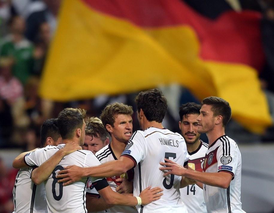 Reprezentanci Niemiec cieszą się z wyniku /PAP/EPA/FEDERICO GAMBARINI  /PAP/EPA