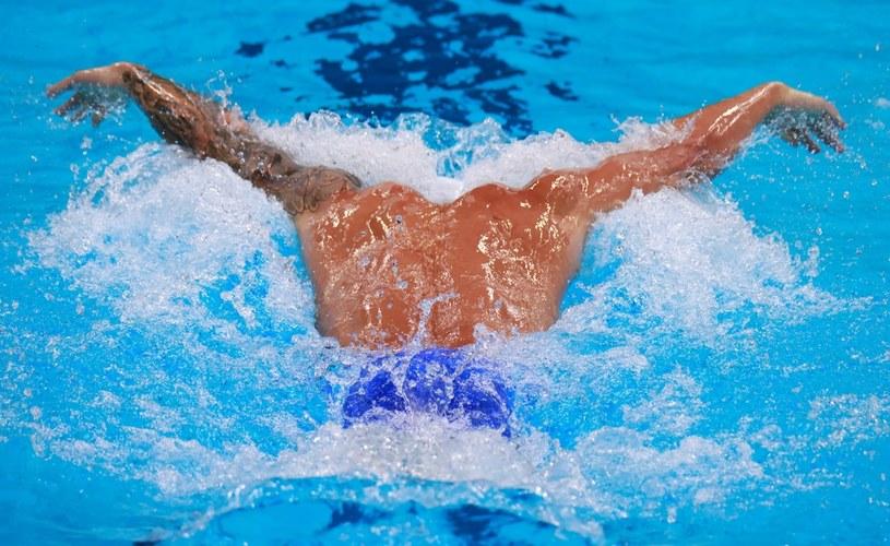 Reprezentant USA Caeleb Dressel podczas rywalizacji na 100 m stylem motylkowym mężczyzn na Igrzyskach Olimpijskich w Tokio /AFP