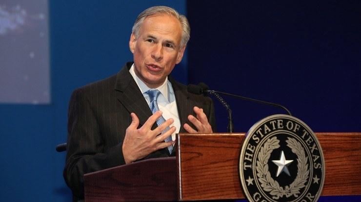 Republikański gubernator Teksasu Greg Abbott /World Travel & Tourism Council/CC BY 2.0 /Wikimedia