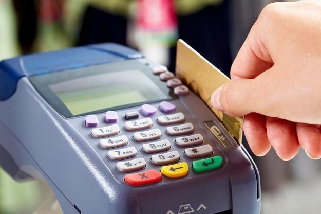 Resort finansów chce wyposażyć urzędy skarbowe w terminale płatnicze /©123RF/PICSEL
