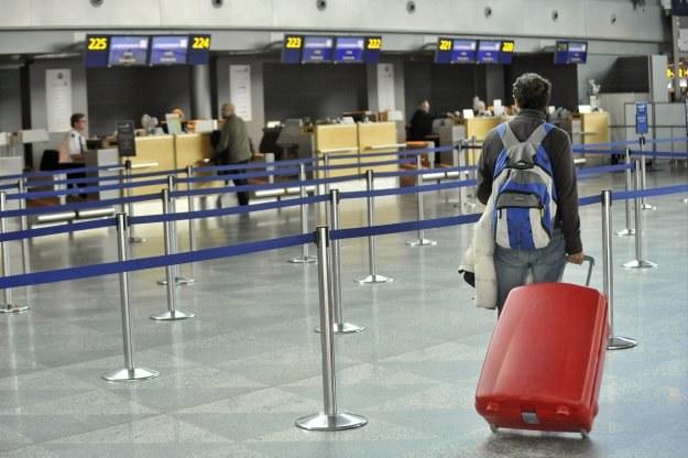Resort finansów sprecyzowało warunki zwolnienia z PIT świadczeń pracowniczych /AFP