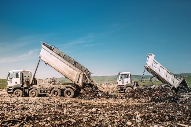 Resort środowiska chce śledzić drogę transportów śmieci. Zdj. ilustracyjne /©123RF/PICSEL