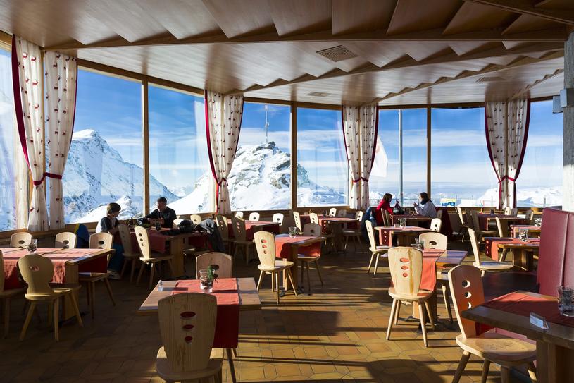 "Restauracja ""Panorama Restaurant 3303"" w rejonie Corvatsch /East News"