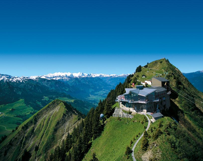 Restauracja Rondorama w stacji górskiej Stanserhorn /Switzerland Tourism