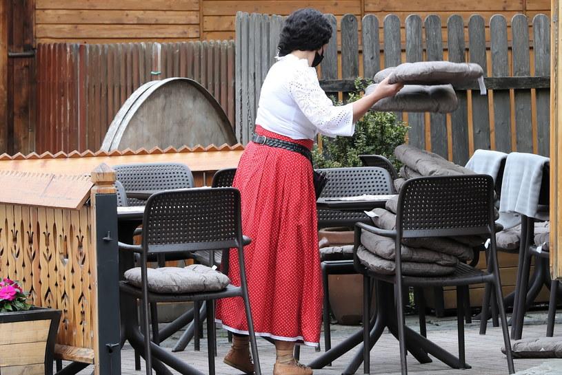 Restauratorzy wracają do pracy w ostatniej chwili /PAP