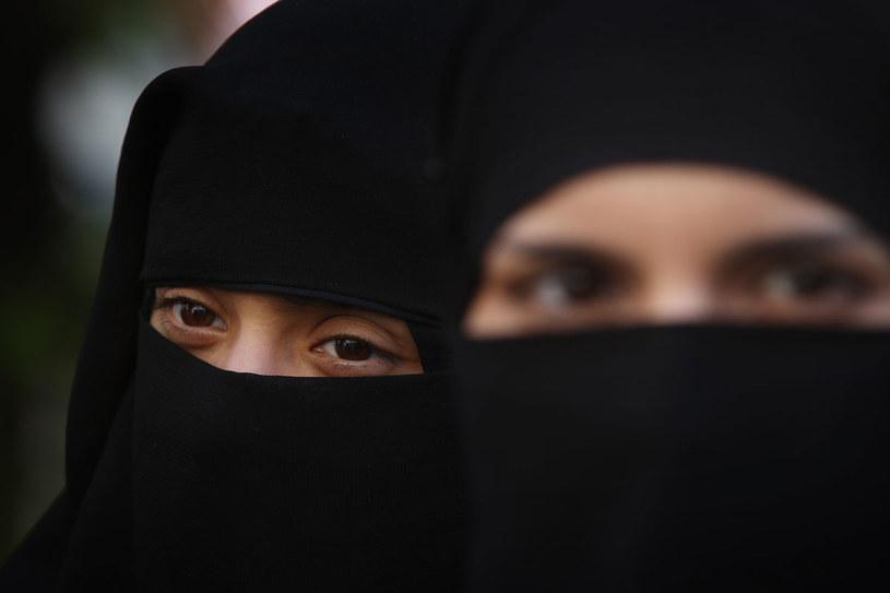 Restrykcyjne zakazy moralne wydawane przez mułłów ograniczaja przede wszystkim wolność kobiet /Getty Images