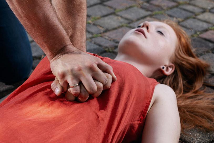 Resuscytacja może uratować życie /123RF/PICSEL