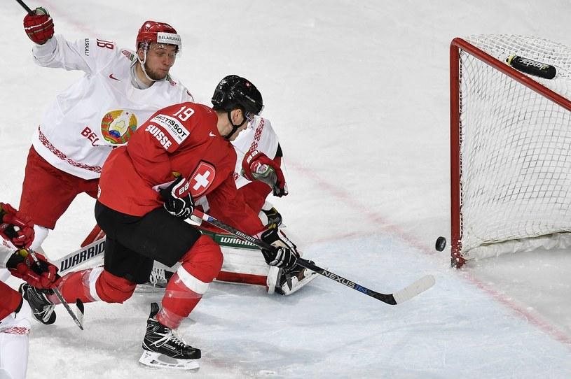 Reto Schaeppi strzela gola na 1-0 dla Szwajcarii w meczu z Białorusią /PAP/EPA