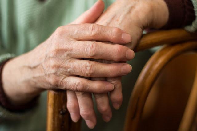 reumatyzm domowe sposoby /© Photogenica