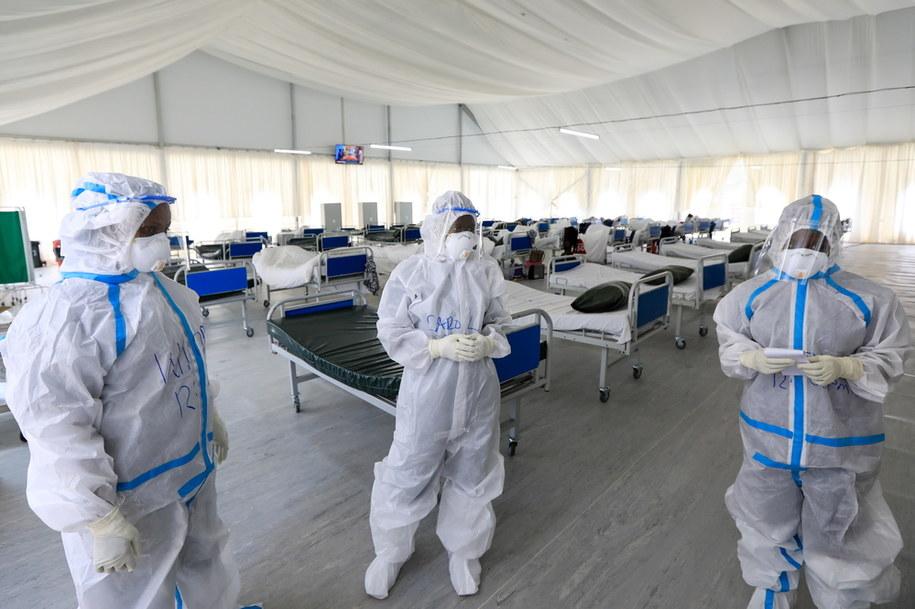 Reuters: liczba zmarłych na Covid-19 przekroczyła 700 tys. /DANIEL IRUNGU  /PAP/EPA