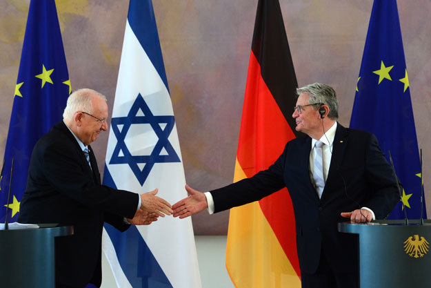 Reuven Rivlin i Joachim Gauck w pałacu Bellevue w Berlinie fot. John Macdougall /AFP