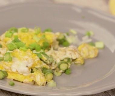 Revuelto de huevos con espárragos
