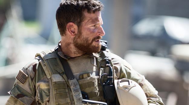 """Rewelacyjna rola Bradleya Coopera nie wystarczyła, aby uratować """"Snajpera"""" od klęski /materiały prasowe"""