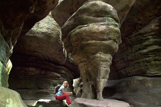 Rezerwat Błędne Skały, na zdjęciu forma skalna zwana Kurzą Stopką, fot: Marek Skorupski /Agencja FORUM