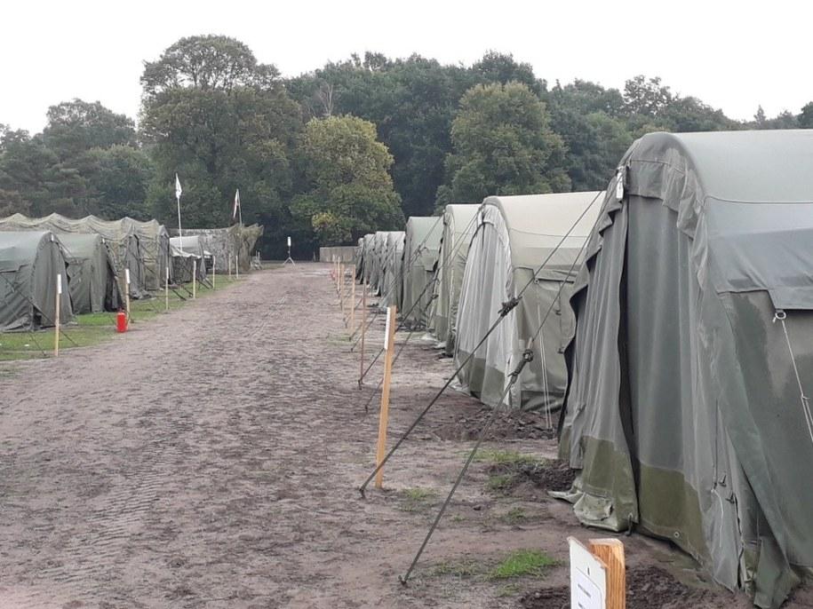 Rezerwiści muszą pozostać w namiotach /Gorąca Linia RMF FM