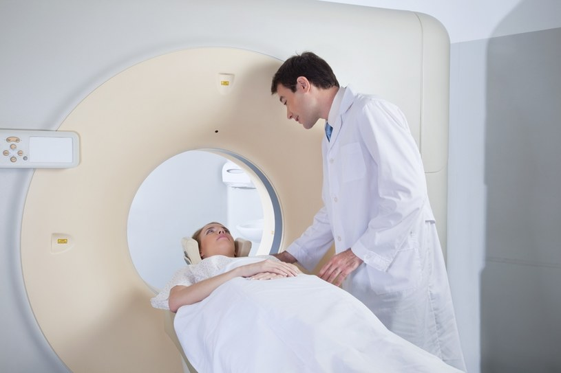 Rezonans magnetyczny jest nieszkodliwy dla organizmu, nie boli. Trwa 20 minut, kosztuje 440 zł. /© Panthermedia