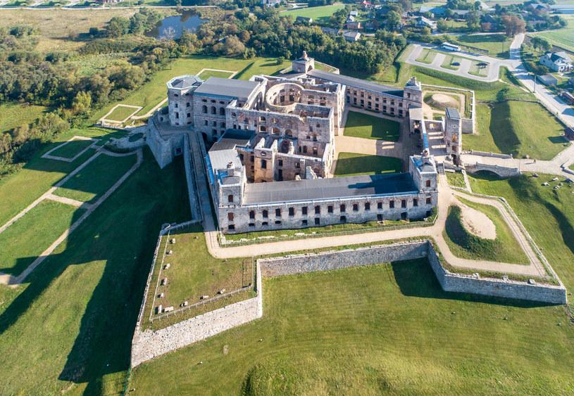 Rezydencja pałacowa otoczona jest fortyfikacjami bastionowymi /123RF/PICSEL