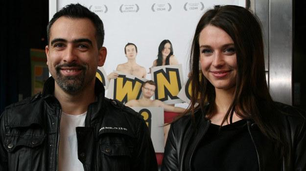"""Reżyser Abelard Giza i Julia Kamińska na premierze """"Swingu"""". /East News"""