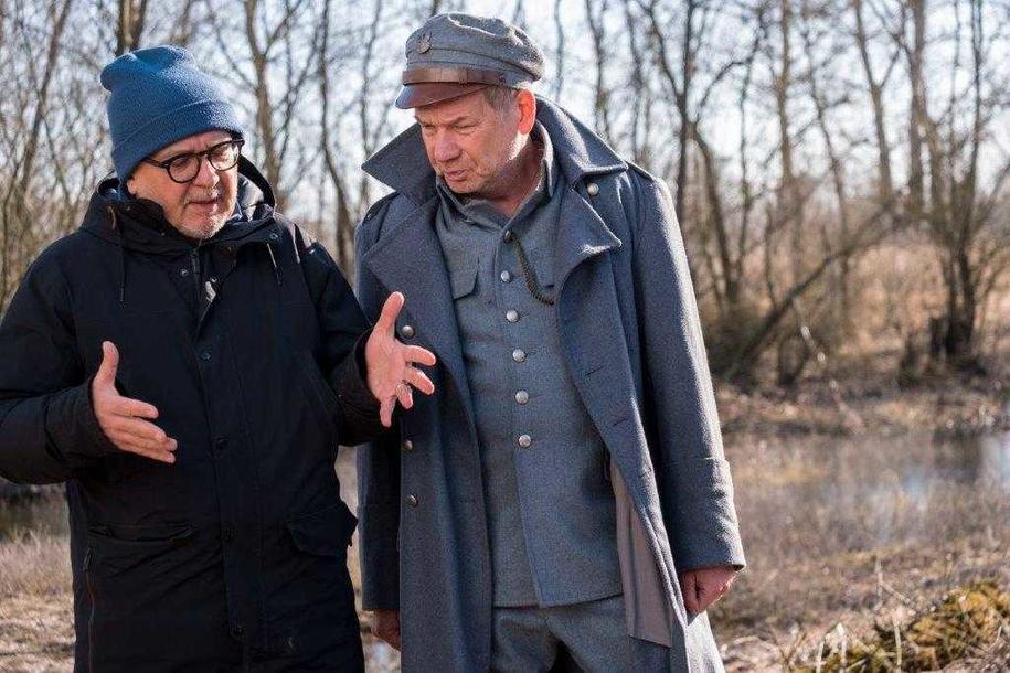 """Reżyser Dariusz Gajewski i aktor Mirosław Baka na planie filmu """"Legiony"""" /Materiały prasowe"""
