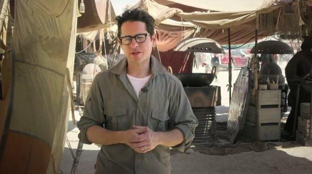 """Reżyser JJ Abrams na planie """"Gwiezdnych wojen VII"""" (ale jeszcze w Abu Dhabi). /"""
