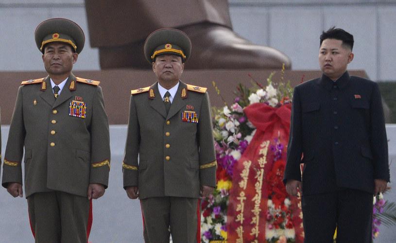 Ri Jong Ho (pierwszy z lewej) podczas jednej z uroczystości z udziałem Kim Dzong Una /PEDRO UGARTE / AFP /AFP
