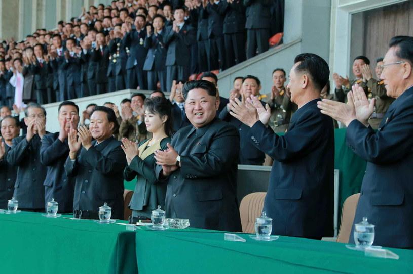 Ri Sol Dzu obok męża, Kim Dzong Una /PAP/EPA