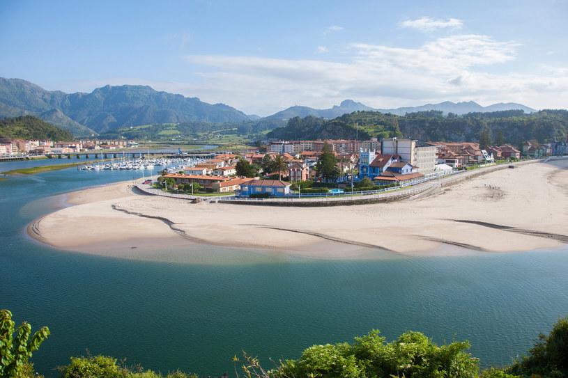 Ribadesella to małe hiszpańskie miasteczko położone w regionie Asturii /123RF/PICSEL
