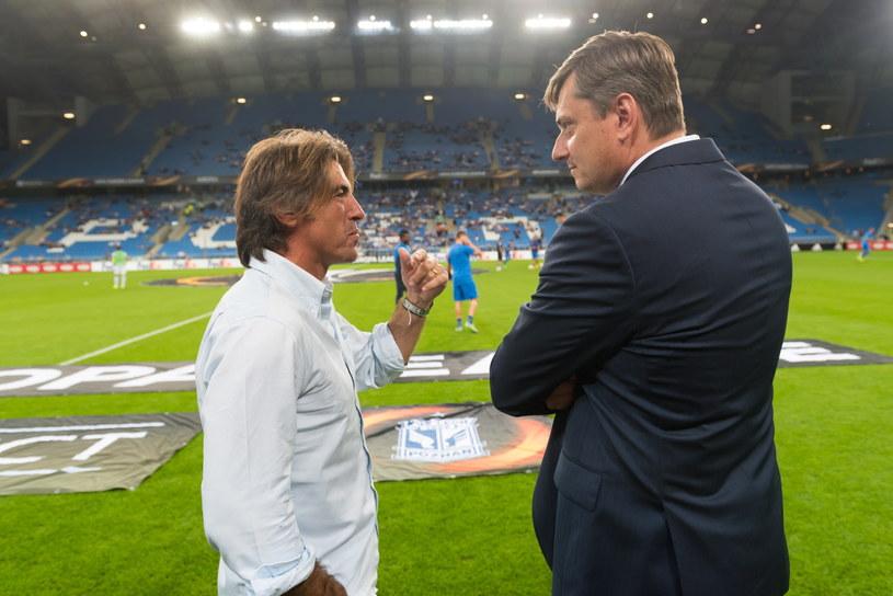 Ricardo Sa Pinto (z lewej) w rozmowie z Maciejem Skorżą /PAP
