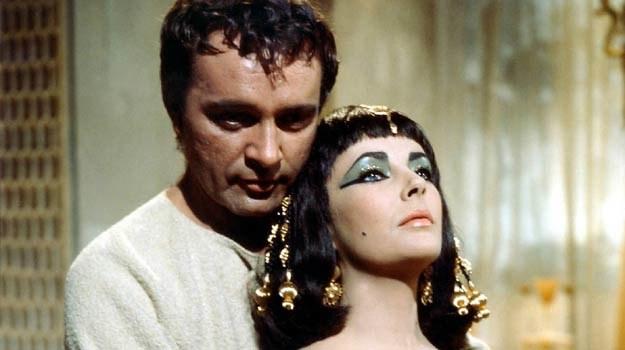 """Richard Burton i Elizabeth Taylor poznali się na planie """"Kleopatry"""" /materiały prasowe"""