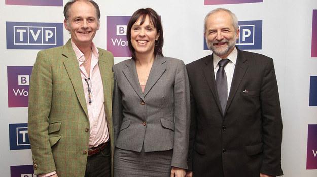 Richard Klein - dyrektor BBC4, Juliusz Braun - prezes TVP oraz Coky Giedroyc - reżyserka serialu podczas konferencji prasowej na temat produkcji ''Szpiedzy w Warszawie''. /Jankowski/REPORTER /East News