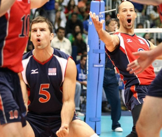 Richard Lambourne (z lewej) zagra w ekipie z Kielc /AFP