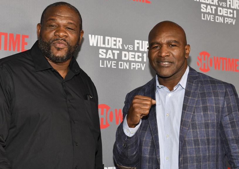 Riddick Bowe (z lewej) i Evander Holyfield. Ten drugi, wielka legenda boksu, niestety wrócił... /Getty Images