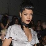 Rihanna dała jej klapsa plikiem dolarów