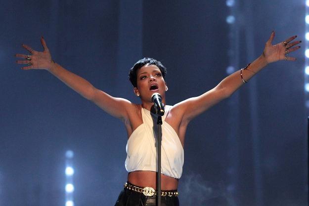 Rihanna nawet na wakacjach nie ma chwili spokoju fot. Dominik Bindl /Getty Images/Flash Press Media