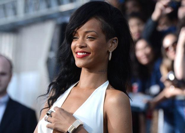 Rihanna prosi o pomoc czy po prostu dobrze się bawi? fot. Frazer Harrison /Getty Images/Flash Press Media