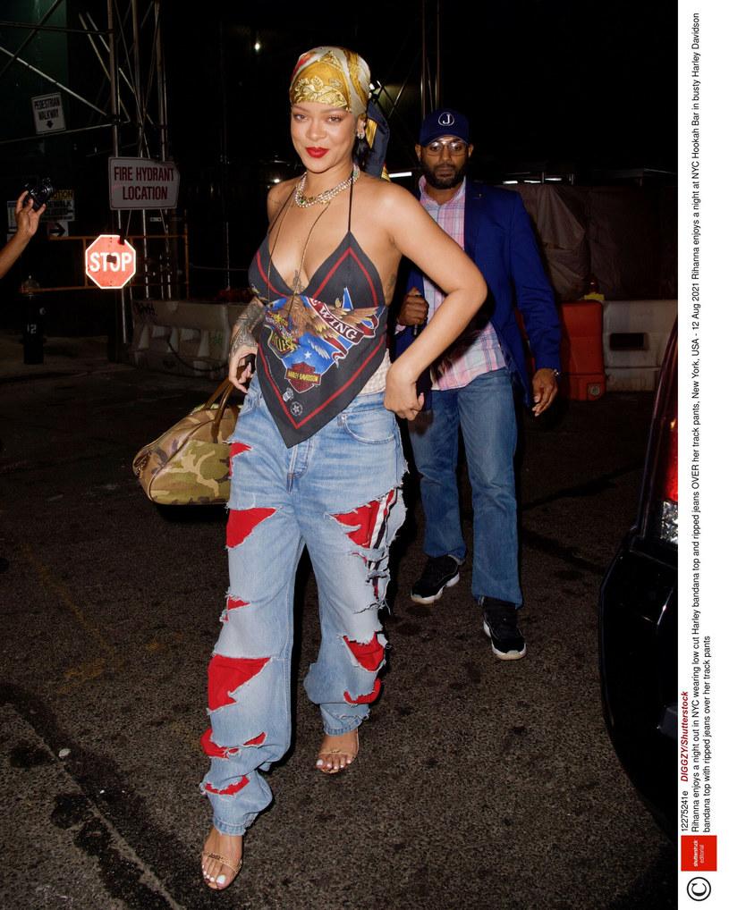 Rihanna w nietuzinkowej stylizacji /East News