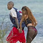Rihanna w siatkowej spódnicy. Sexy?