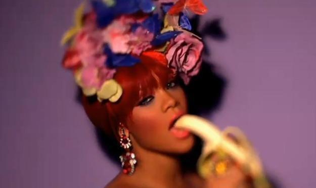 """Rihanna wzbudziła spore kontrowersje teledyskiem do piosenki """"S&M"""" /"""