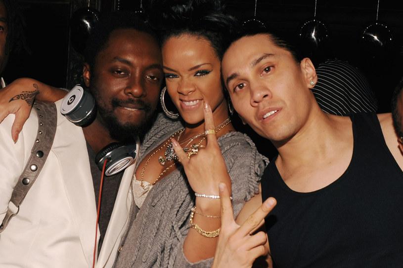 Rihanna z ekipą Black Eyed Peas /Getty Images/Flash Press Media
