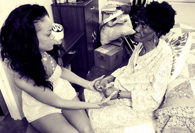 Rihanna z ukochaną babcią Dolly Braithwaite /