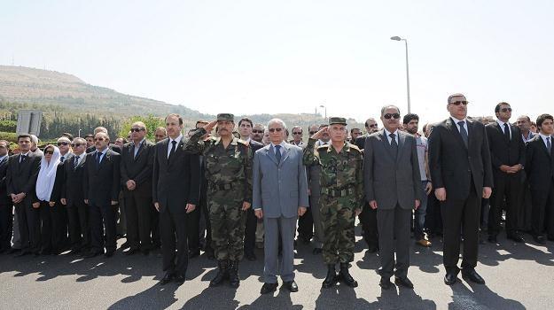 Rijad Hidżab pierwszy z prawej w pierwszym rzędzie. Damaszek, 18 lipca 2012 /AFP