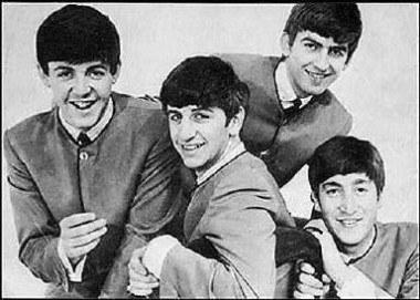Ringo Starr (drugi z lewej) w The Beatles /AFP
