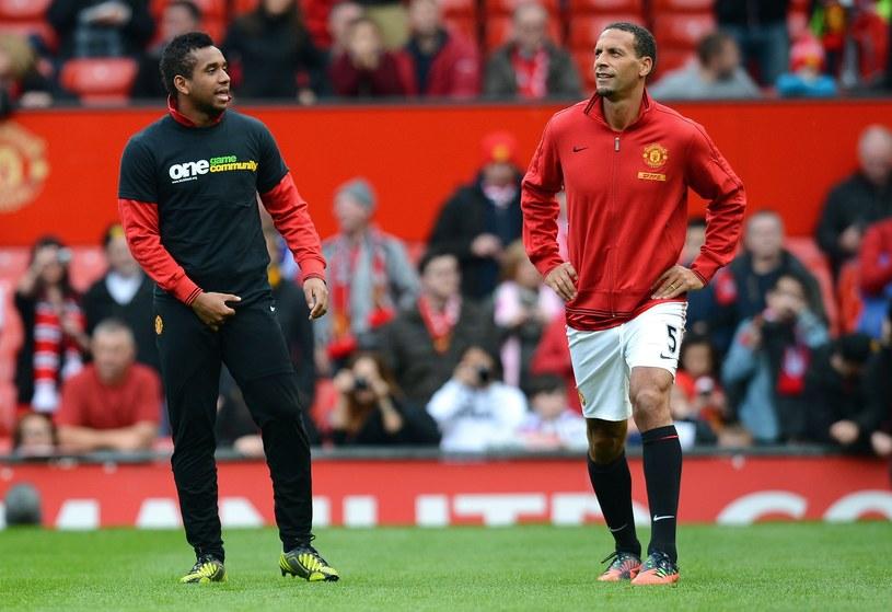 Rio Ferdinand przed meczem ze Stoke City rozgrzewał się w klubowym dresie /AFP