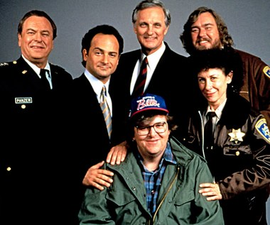 "Rip Torn, Kevin Pollak, Alan Alda, John Candy, Rhea Perlman i Michael Moore na planie ""Operacji bekon"""