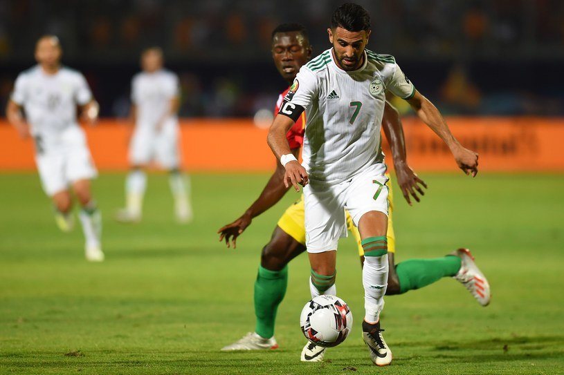 Riyad Mahrez w meczu z Gwineą /AFP