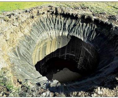 RMF 24: Gigantyczne dziury w ziemi w Rosji. Grozi katastrofa?